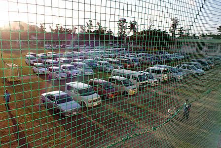 校庭駐車場