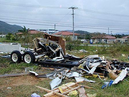 台風13号キャンピングカー