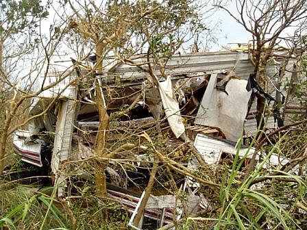 台風13号破損キャンピングカー