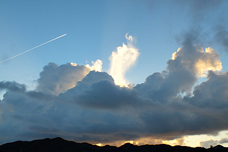 9月13日6時46分 積雲と飛行機