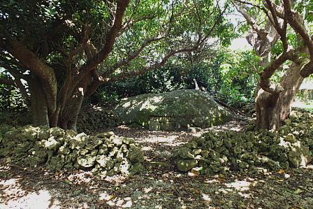 大城師番の岩墓