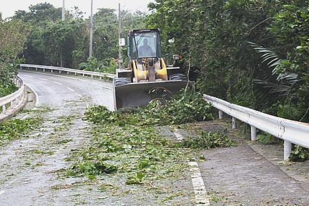 ブルドーザー道路清掃