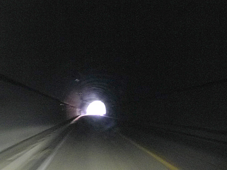トンネル停電中