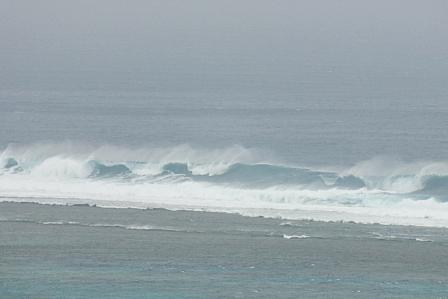 台風通過翌日の荒波