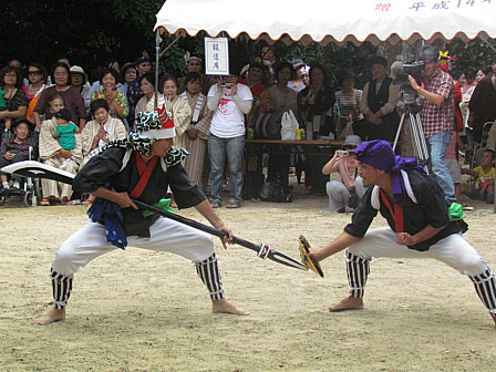 JINGASA-FIGHT.jpg