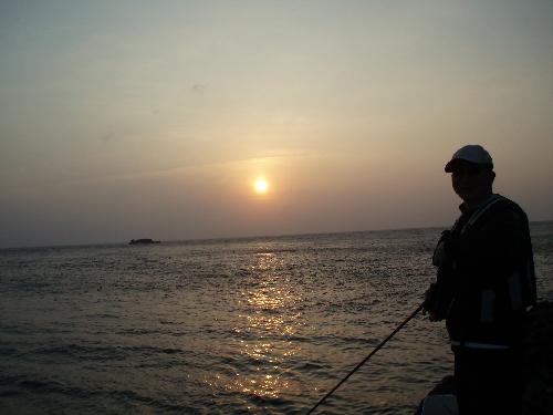 釣りックマさん夕日