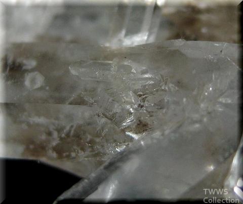 水晶_ブラジル8貫入1