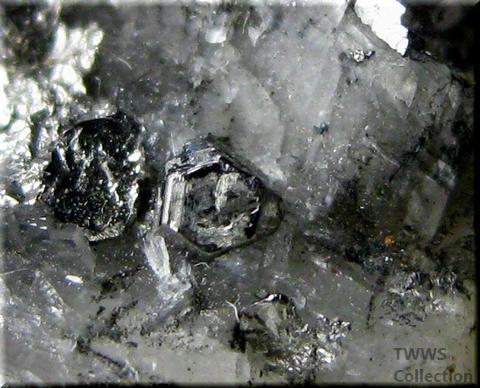 カロール鉱_コンゴ2アップ3