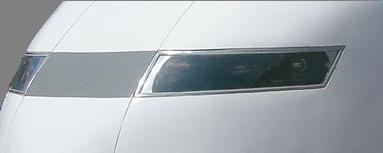 J1はヘッドライトのカバーが四角に近い