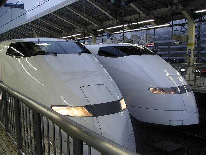 数年前までは東京駅でも300系同士の並びは見られた。