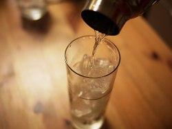 グラスに注ぐ