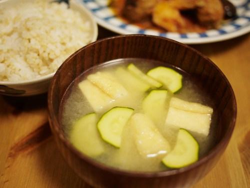 「女の子の食卓」ズッキーニのお味噌汁