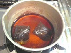 紅茶を煮だす