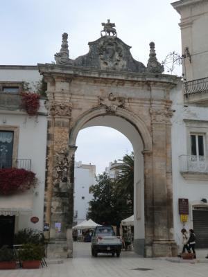 マルティーナ・フランカの門