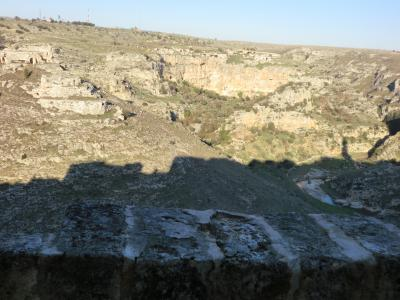 渓谷に映るマテーラの影