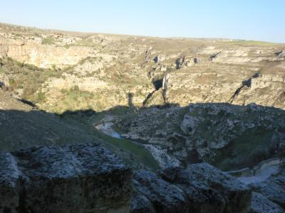 グラヴィーナ渓谷に映るマテーラの影