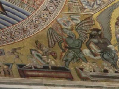 サン・ジョヴァンニ礼拝堂 悪魔に叩き起こされる人々