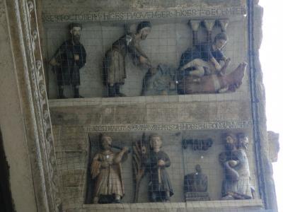 アレッツォ ピエーヴェ・ディ・サンタ・マリア教会12か月