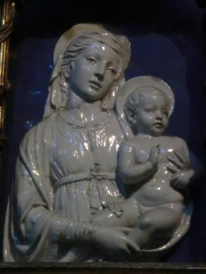 サン・ミケーレ・イン・フォロ教会 ロッビアの聖母子像
