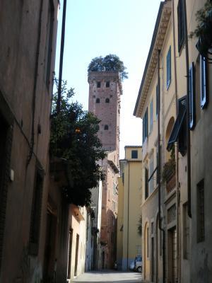ルッカ グイニージの塔