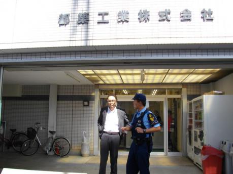 やっとで坊主頭の専務登場。都築工業に警察に呼ばれた警察もやっとで話が出来ると安堵顔。
