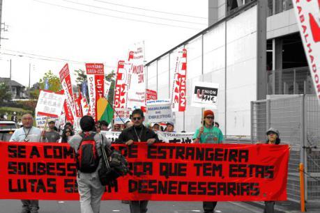 2008年10月に雇用継続を勝ち取った翌日の桑名市内デモ