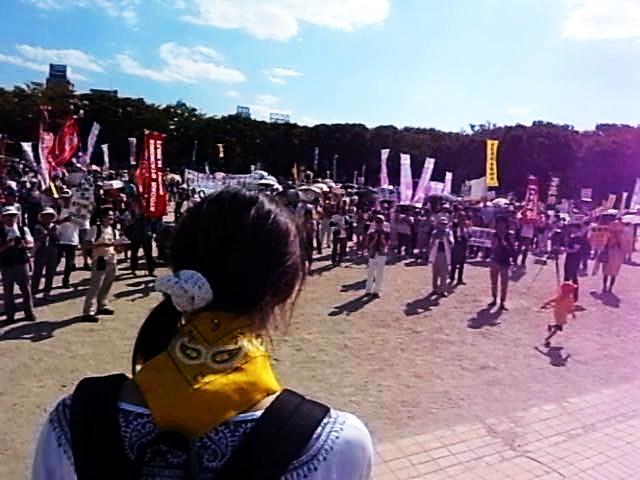 「9.19サヨナラ原発inあいち」デモ/パレード出発前集会の様子。炎天下にも関わらず2000人が集まった。