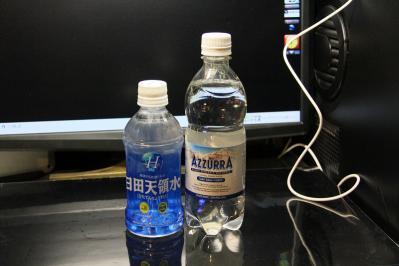 2010-06-25_EOS 7D_2995、「日田天領水」大分県日田市中ノ島町・硬度32mg/l軟水・ph8.3・弱アルカリ、「アズーラ、炭酸入りナチュラルミネラル水」イタリア・カモンダ、硬度・324mg/l硬水・ph7.65、
