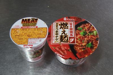 2010-07-02_EOS 7D_2686、日清食品「カップヌードル、ミート・キング、ペッパーコク醤油味」、エースコック「旨さ燃焼系・燃え麺、韓国風うま辛チゲ・ラーメン」、