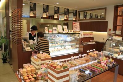 2010-07-16_EOS 7D_2839、2010.7.16.福山市春日町、白ばら・春日店、1