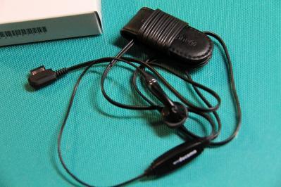 2010_08_05EOS 7D4862、ドコモ、「平型スイッチ付きイヤホンマイク・P02」、3、+オーディオテクニカ「コード巻き取りクリップ」、