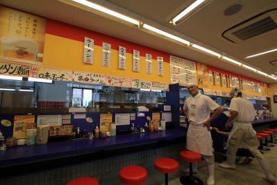 2010_08_06EOS 7D4873、2010.8.6.「ラーメン、來來亭・福山蔵王店」、オープン、店内・店長