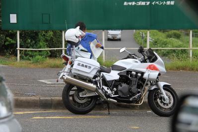 2010_08_11EOS 7D5243、2010.8.11.福山市蔵王町「反則切符作成中の白バイ」