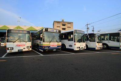 2010_08_21EOS 7D5679、2010.8.21.中国バス本社・福山営業所、車庫、「ラインナップ2」、5