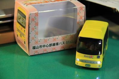 2010-09-01_EOS 7D_4480、2010.9.1.、福山市バス交通利用促進協議会、「福山市中心部循環バス・まわローズ」、『走る!光る!鳴る!バス型目覚まし時計』、5