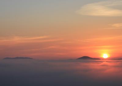 2010-09-03_EOS 7D_4514トリミング2、2010.9.3.、神石高原町永野・雲海の里、「雲海と日の出」、8