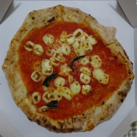 ・マルゲリータ 530円 (トマトソース、バジリコ、モッツァレラチーズ、パルミジャーノチーズ )