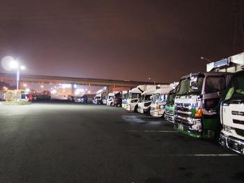 夜のトラックステーション