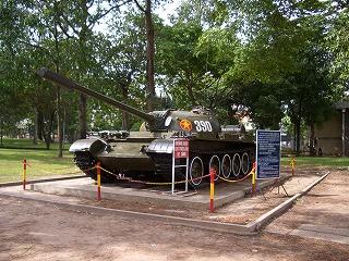 統一会堂-戦車