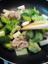 豚肉と野菜をさっと炒めて