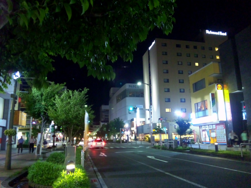 夜の伊勢町通り