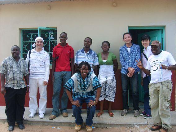 写真⑩ 子どもたちのセンターで働くアデリアを訪問 2010年12月