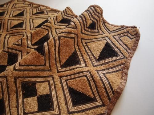 アフリカ民藝幾何学模様古い布クバ布ショワ草ビロード0204