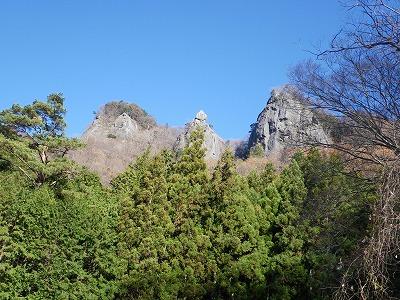 林道から鷹取岩