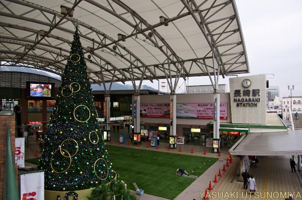 長崎駅とクリスマスツリー