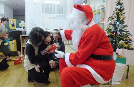 クリスマス会 サンタからプレゼント