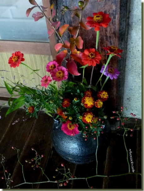 赤い生け花