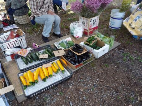 4朝市野菜