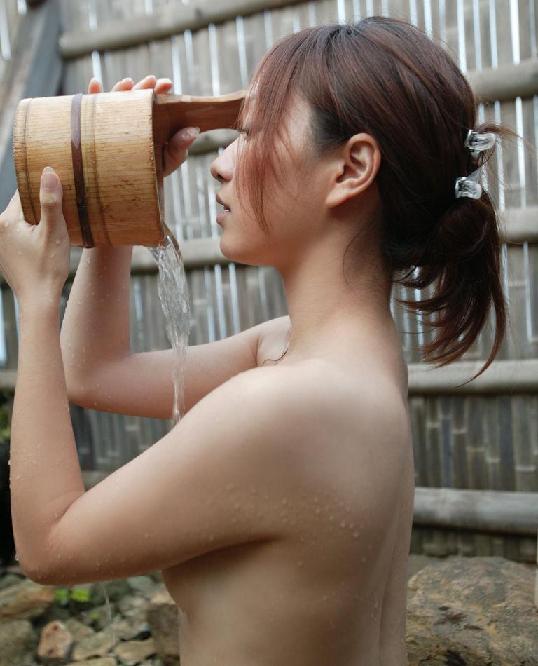 入浴中の女の子の裸 14