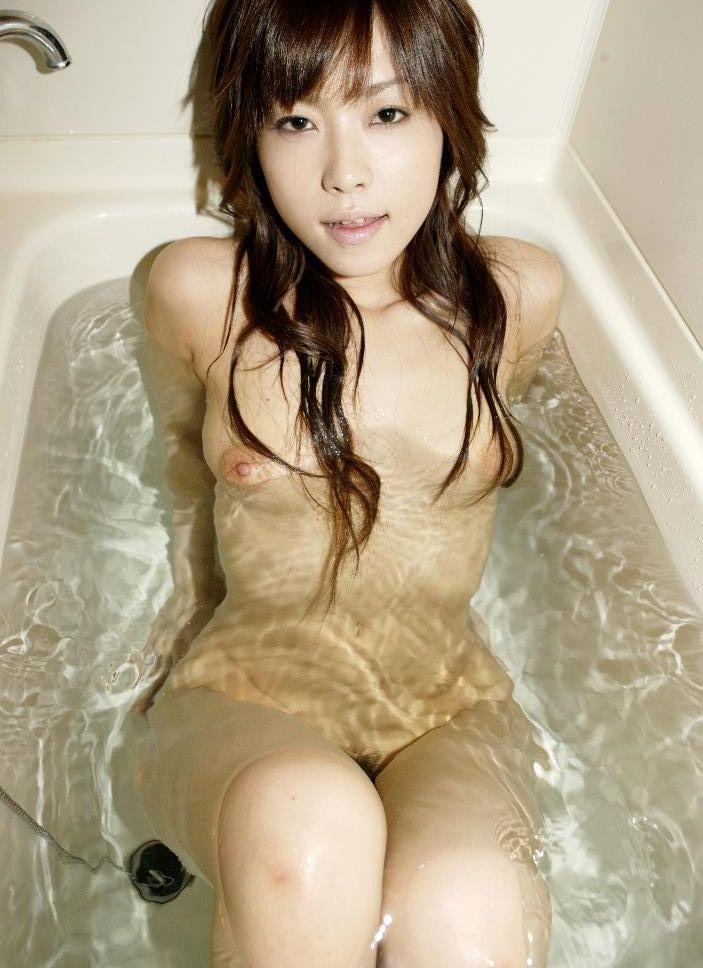 入浴中の女の子の裸 19